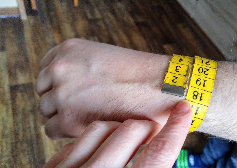 Jak změřit obvod ruky pro náramek